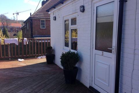 Studio to rent - Hawkhurst Road - P1067