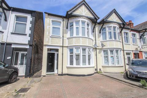 3 bedroom end of terrace house for sale - Branksome Road, Southend-On-Sea