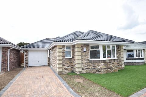 3 bedroom detached bungalow for sale - 3a Stratford Road, Holland-on-Sea, Clacton-on-Sea