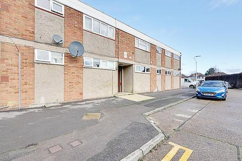 2 bedroom flat to rent - Chesil Way, Hayes UB4