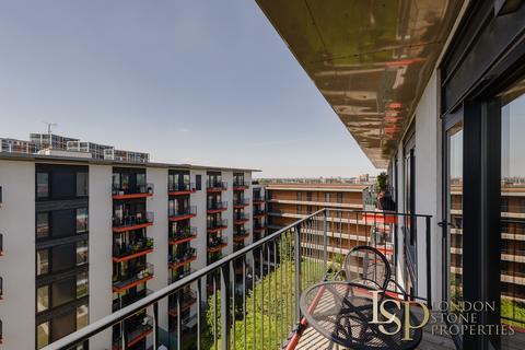1 bedroom flat for sale - Warehouse Court, Royal Arsenal Riverside SE18