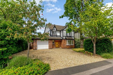 4 bedroom detached house for sale - The Cloisters, South Gosforth, Newcastle Upon Tyne, Tyne & Wear