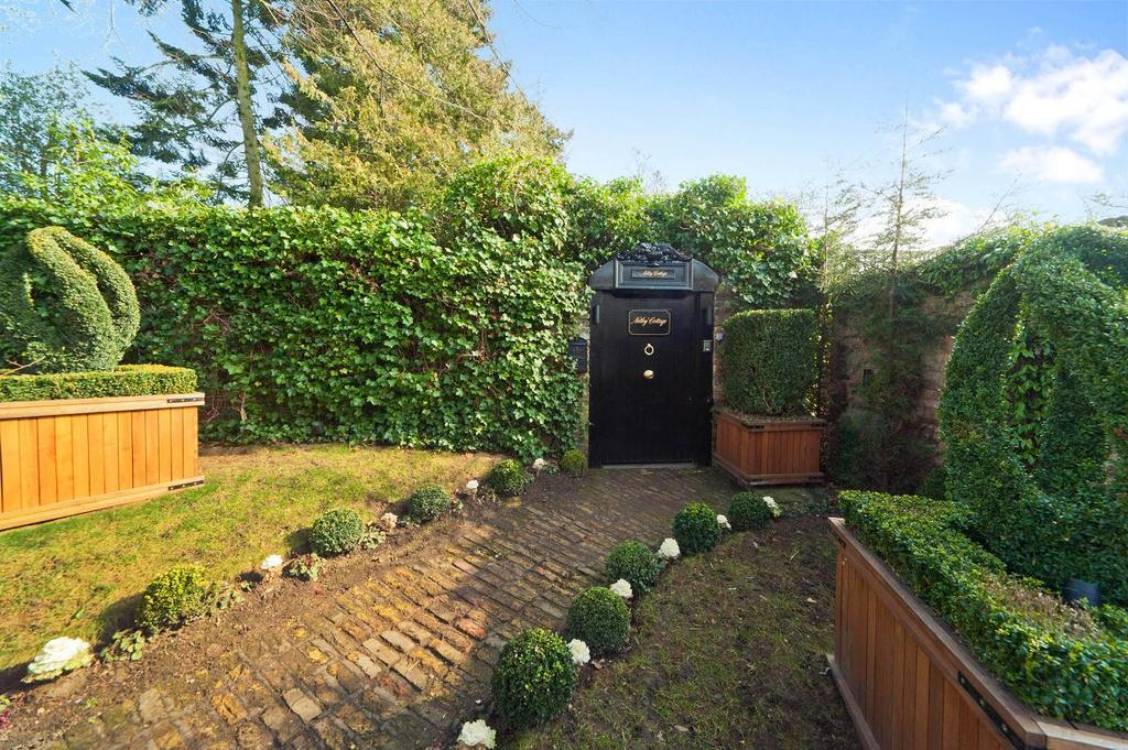 4 Bedrooms Terraced House for rent in Lower Terrace, Hampstead, London