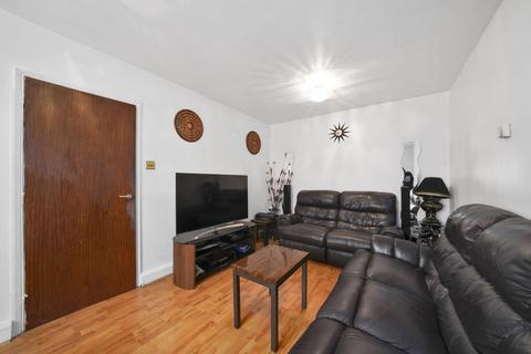 2 bedroom flat for sale - St Dunstans Close, Hayes UB3