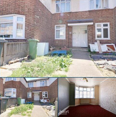 3 bedroom flat for sale - Foxlands Road, Dagenham