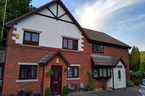 2 bedroom flat for sale - Rudyard Close, Macclesfield SK11