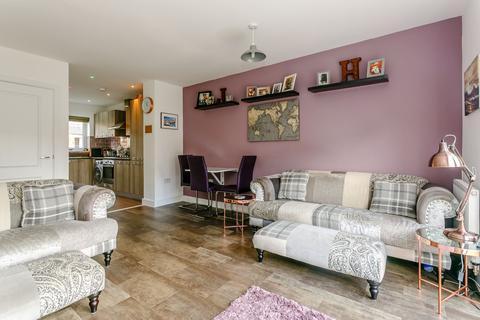2 bedroom semi-detached house for sale - Mallet Avenue Kent ME15