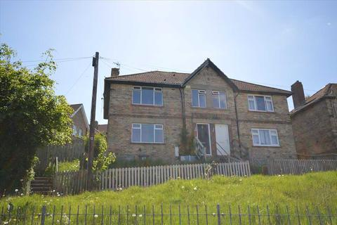 4 bedroom semi-detached house to rent - Chaytor Road, Consett