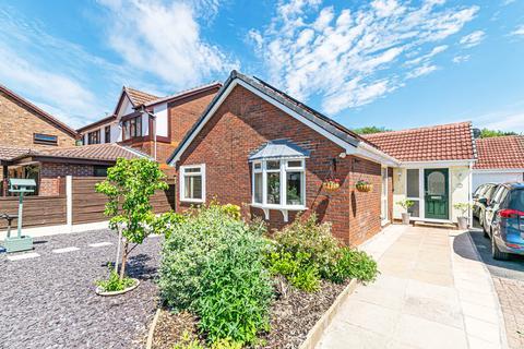 3 bedroom detached bungalow for sale - Marcross Close, Callands, Warrington