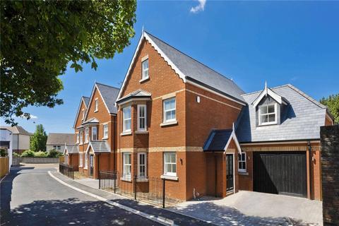 5 bedroom detached house for sale - Holstein Avenue, Weybridge, KT13