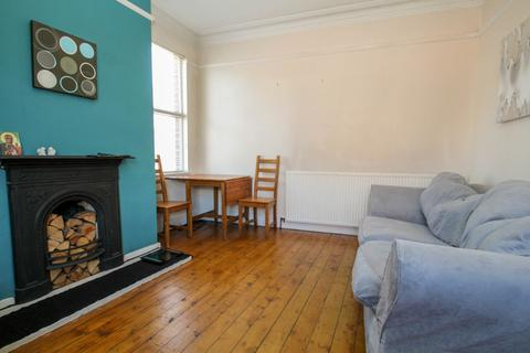 3 bedroom end of terrace house to rent - All Bills Included - Argie Road