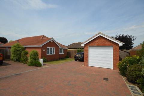 3 bedroom detached bungalow for sale - Smythies Mews, Bromley Road, Elmstead