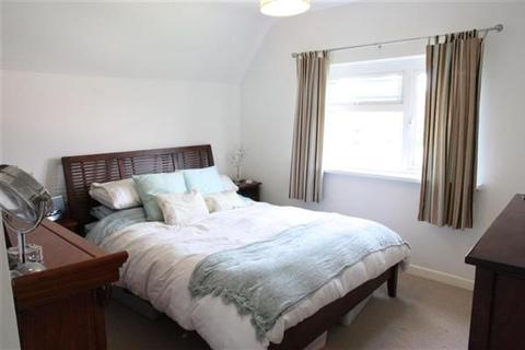 3 bedroom semi-detached house to rent - Dovercourt Road