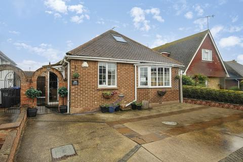 3 bedroom detached bungalow for sale - Western Close, Lancing