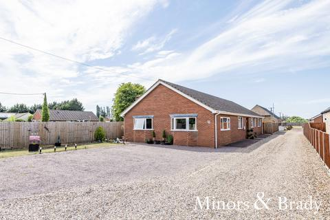 3 bedroom detached bungalow for sale - Turnpike Road, Red Lodge
