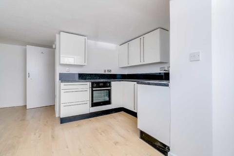 Studio to rent - Triangle Road, Hackney, London