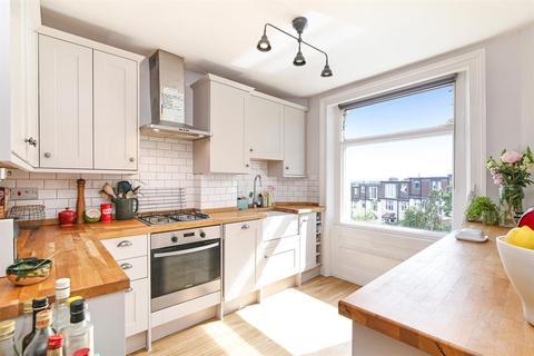 2 bedroom flat for sale - Montacute Road, London, SE6 4XP