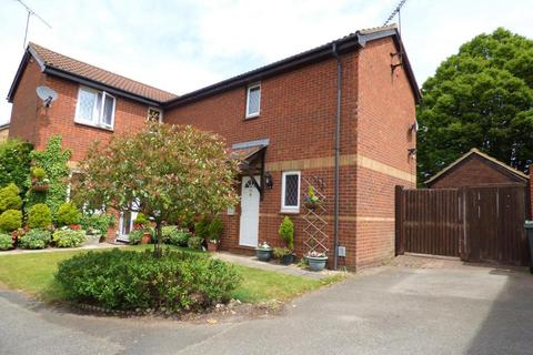 2 bedroom semi-detached house to rent - Ladyhill, Luton, Bedfordshire, LU4 9LZ