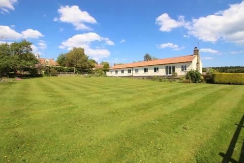 4 bedroom detached bungalow for sale - Gowland Lane, Cloughton, Scarborough, YO13 0DU