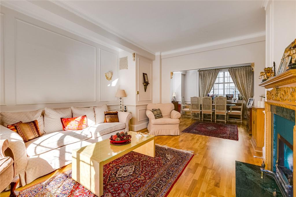 3 Bedrooms Flat for sale in Cornwall Gardens, London