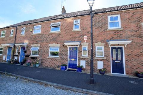 3 bedroom terraced house for sale - Arncott Way, Aylesbury