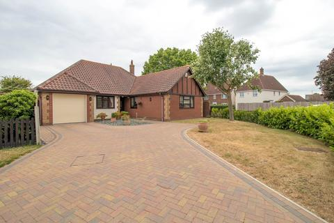 3 bedroom bungalow for sale - Miles Close, Stanway, Colchester, CO3