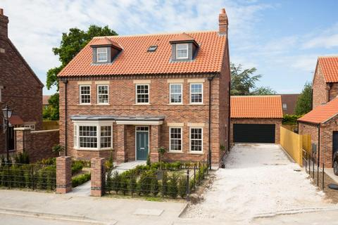 5 bedroom detached house for sale - Greenfield Park Drive, York