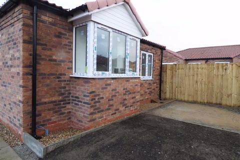 2 bedroom detached bungalow for sale - Meadow Road, Driffield