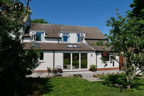 4 bedroom cottage for sale - Gypsy Race Cottage, Kirby Grindalythe, YO17 8DB