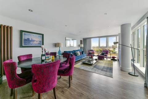 3 bedroom flat to rent - St. George Wharf, London, SW8