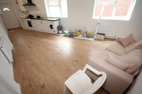 2 bedroom flat to rent - Hillborne Close