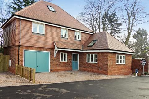 4 bedroom detached house for sale - Tulip Mews, London Road, Holybourne, Alton