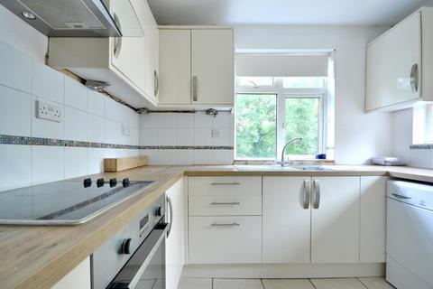 2 bedroom flat to rent - Mount Park Road, Old Eastcote HA5 2JY