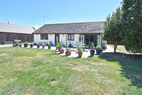 2 bedroom detached bungalow for sale - Lake Croft Drive, Meir Heath, ST3 7SS