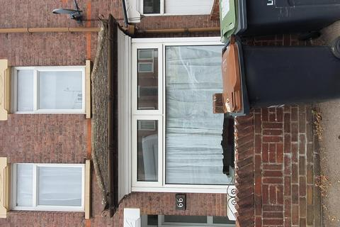 3 bedroom terraced house to rent - Russell Rise, Luton, Bedfordshire, LU1