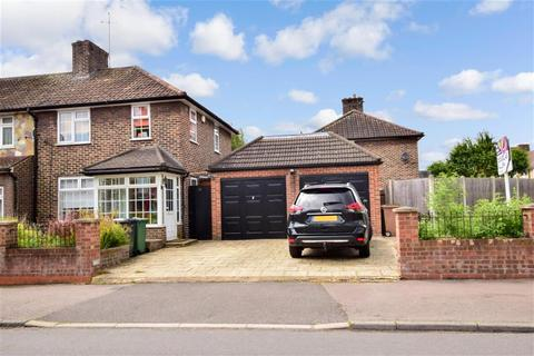 3 bedroom end of terrace house for sale - Connington Crescent, Chingford