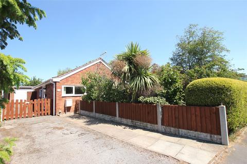 2 bedroom bungalow for sale - Brackendale, Elton, CH2