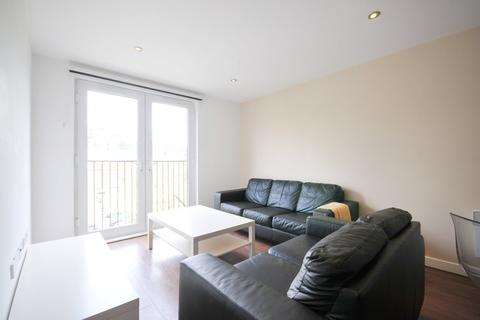3 bedroom apartment to rent - 3 Bedroom – Alto, Sillavan Way