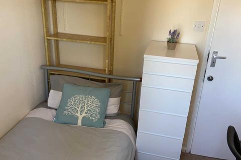 1 bedroom house share - Room 4, Bryanstone Close, Stoughton, Guildford, GU2 9UJ