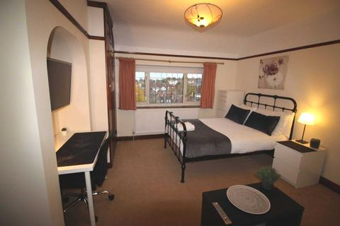 House share to rent - Room 3, Pewley Way, Guildford, GU1 3PX