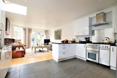 5 bedroom property to rent - Coalecroft Road, West Putney, SW15