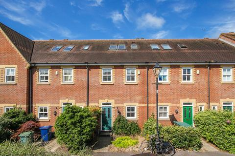 4 bedroom terraced house to rent - Plater Drive, North Oxford