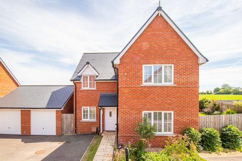 4 bedroom detached house for sale - Olivers Close, Thaxted