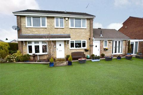 3 bedroom detached house for sale - New Park Avenue, Farsley, Pudsey, West Yorkshire
