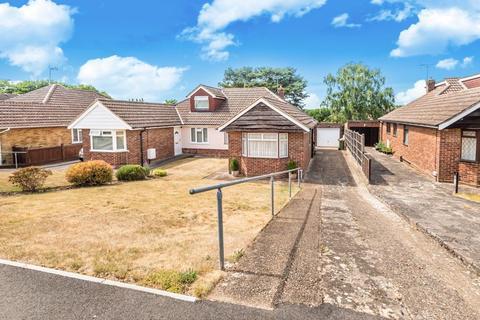 3 bedroom bungalow for sale - Guildford, Surrey, GU3