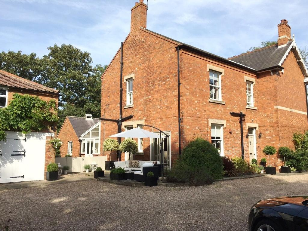 5 Bedrooms Detached House for sale in Great North Road, Carlton-on-Trent, Newark, Nottinghamshire