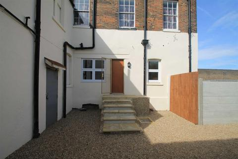 1 bedroom flat for sale - West Street, Sheerness