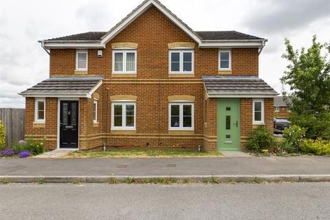3 bedroom semi-detached house for sale - Broadmere Road, Beggarwood, Basingstoke