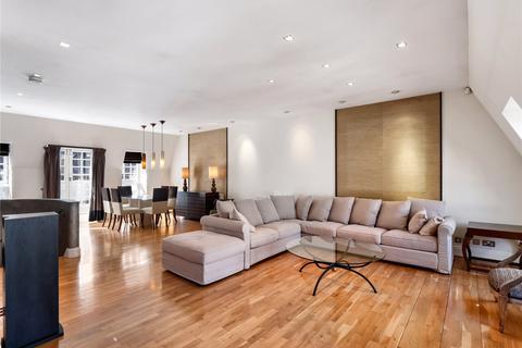 3 bedroom mews to rent - Culross Street, Mayfair, London