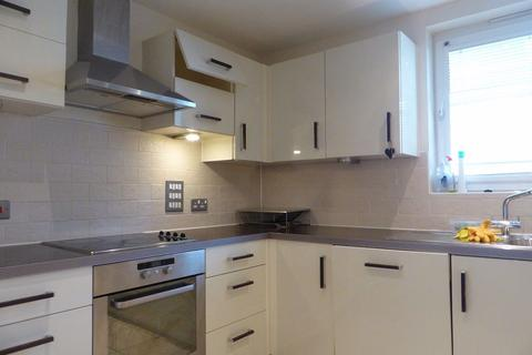 3 bedroom flat to rent - HORSTED COURT - P1390
